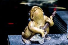 La fine sulle rane sta giocando la musica negli stili differenti Fotografia Stock Libera da Diritti
