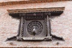 La finestra del pavone, un inizio del XV secolo ha ingraticciato la finestra, Bhaktapur, Nepal Immagine Stock Libera da Diritti