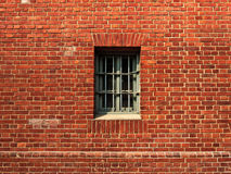 La finestra in la parete della prigione Fotografie Stock