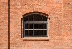 La finestra in muro di mattoni rosso Fotografie Stock