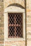 La finestra nel monastero di Troyan delle cellule in Bulgaria Fotografia Stock Libera da Diritti