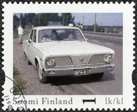La FINLANDE - 2013 : expositions Plymouth vaillant, voiture de police officielle de vintage de la Finlande de série photos stock