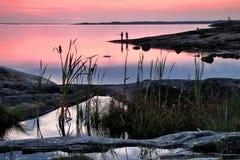 La Finlande : Nuit d'été par la mer baltique images libres de droits