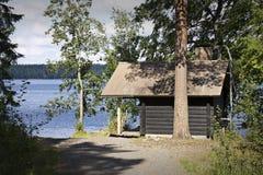 La Finlande : Sauna par un lac images stock