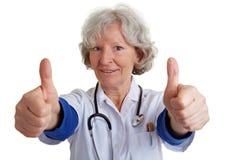 La fixation femelle de médecin manie maladroitement vers le haut Photographie stock