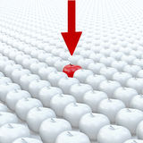 La flèche indique une pomme rouge sur la pomme blanche de fond Photographie stock libre de droits