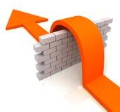 La flèche orange au-dessus des moyens de mur surmontent des obstacles Images libres de droits