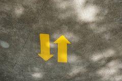La flèche vont dans les deux sens Image stock