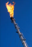 La flama del gas en el yacimiento de gas Foto de archivo