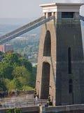 La flamme olympique croise le pont en borne limite de Brunel Photographie stock libre de droits