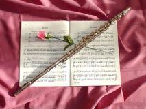 La flauta y se levantó Imagen de archivo libre de regalías