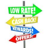 La flecha baja de Rate Cash Back Rewards Offer firma la mejor tarjeta de crédito De Imagenes de archivo