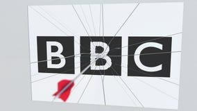 La flecha del tiro al arco golpea la placa con el logotipo de la BBC Animación editorial conceptual de los problemas corporativos stock de ilustración