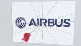 La flecha del tiro al arco rompe la placa de cristal con el logotipo de la compañía de AIRBUS Animación editorial conceptual del  stock de ilustración