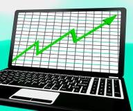 La flecha que sube en la computadora portátil muestra informes de las estadísticas Imagen de archivo libre de regalías