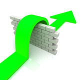 La flecha verde sobre medios de la pared supera obstáculos Imágenes de archivo libres de regalías