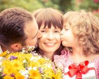la fleur de jour donne à des mères le fils de momie à Image stock