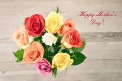 la fleur de jour donne à des mères le fils de momie à Bouquet des roses Photos libres de droits