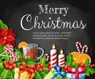 La fleur et le gui rouges de poinsettia de décoration de Noël avec le canela orange de tranche de pain d'épice de feuilles de ver Photographie stock