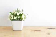 La flor artificial del jazmín fotografía de archivo libre de regalías