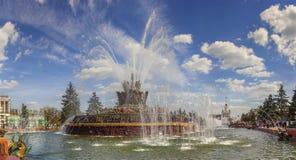 La flor de la piedra de la fuente en VDNH en Moscú, Rusia Foto de archivo libre de regalías