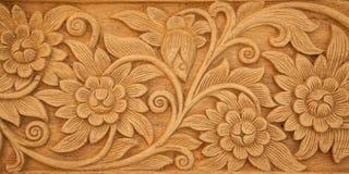 La flor talló en la madera Imagen de archivo