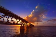 La Florida cierra vieja puesta del sol del puente en Bahia Honda foto de archivo
