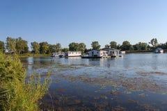 La flotación se dirige en la charca de herradura en parque de estado de la isla de Presque en la península en el lago Erie imágenes de archivo libres de regalías