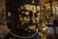 La foglia di oro ha coperto Buddha immagini stock