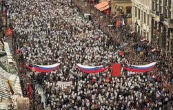 La folla della gente dimostra Immagini Stock Libere da Diritti