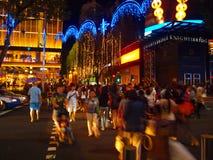 La folla a natale si illumina in su Immagine Stock