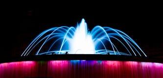 La fontaine colorée à la place de la Catalogne à Barcelone photos libres de droits