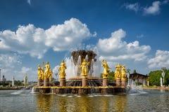 La fontaine d'amitié de peuples au centre d'exposition de la Tout-Russie, Photographie stock