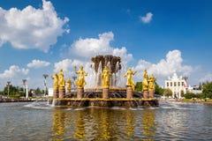 La fontaine d'amitié de peuples dans VDNKh, Moscou Image libre de droits