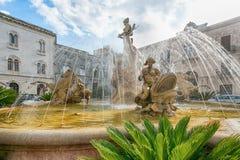 La fontaine de Diana à Syracuse photographie stock libre de droits