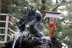 La fontaine de dragon utilisée comme rituel pour épurer le pèlerin photos stock