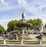 La fontaine de Fontaine de la Rotonde avec le rond point dans les Aix-en-RP Photo libre de droits