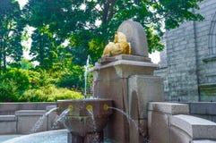 La fontaine de l'éloquence de Saint Joseph dans le dos Photographie stock