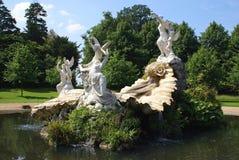 La fontaine de l'amour Jardin sculpté avec Vénus et anges Image stock