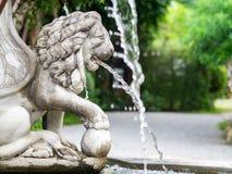 La fontaine de lion dans le jardin photo libre de droits