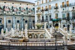 La fontaine de Praetoria à Palerme, Italie Images libres de droits