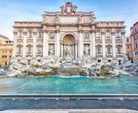 La fontaine de TREVI avec la statue de Neptune - Rome photo libre de droits