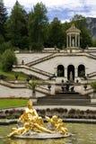 La fontaine du château Linderhof Image stock