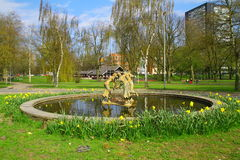 La fontaine en parc Photo libre de droits