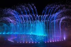 La fontaine musicale Corée de Daedepo, fontaine colorée aiment une couronne photographie stock libre de droits