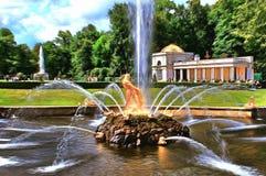 La fontaine Samson d?chirant la bouche du lion illustration libre de droits