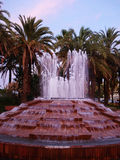 La fontaine sur le remblai Images stock