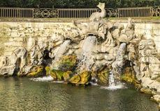 La fontana dei delfini, in Royal Palace di Caserta, l'Italia Immagini Stock Libere da Diritti
