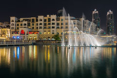 La fontana del Dubai alla notte Immagine Stock Libera da Diritti