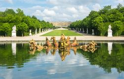 La fontana di Apollo a Versailles fa il giardinaggio, Parigi, Francia fotografia stock